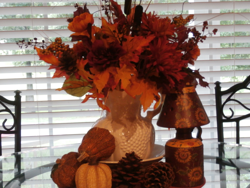 Fall table arrangement.
